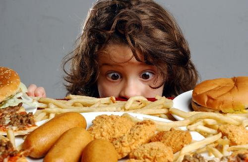 Картинка анонса статьи Питание ребенка с диабетом. Что делать, если ребенок постоянно таскает еду?