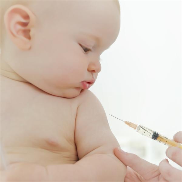 Картинка анонса статьи Нормальная реакция на прививки и чего стоит опасаться родителям?
