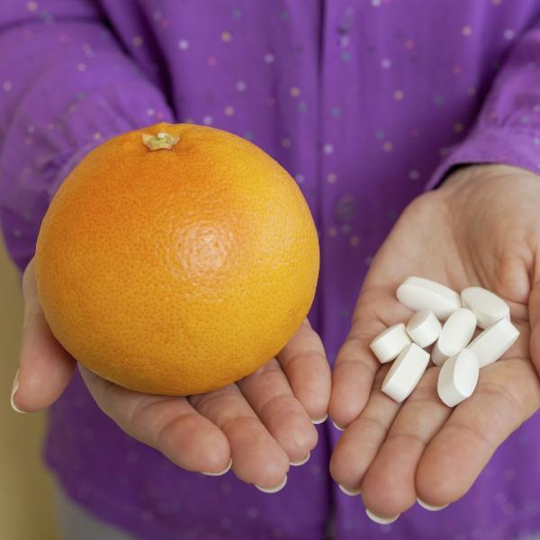 Картинка анонса статьи С какими лекарствами нельзя есть грейпфрут. Побочные действия