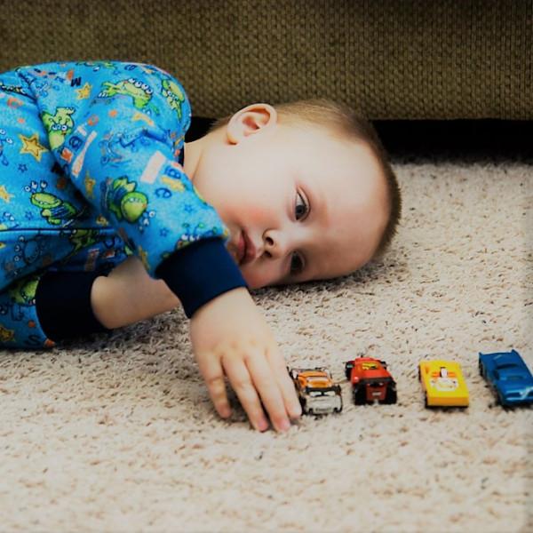 Картинка анонса статьи Как распознать аутизм у ребёнка до 1 года