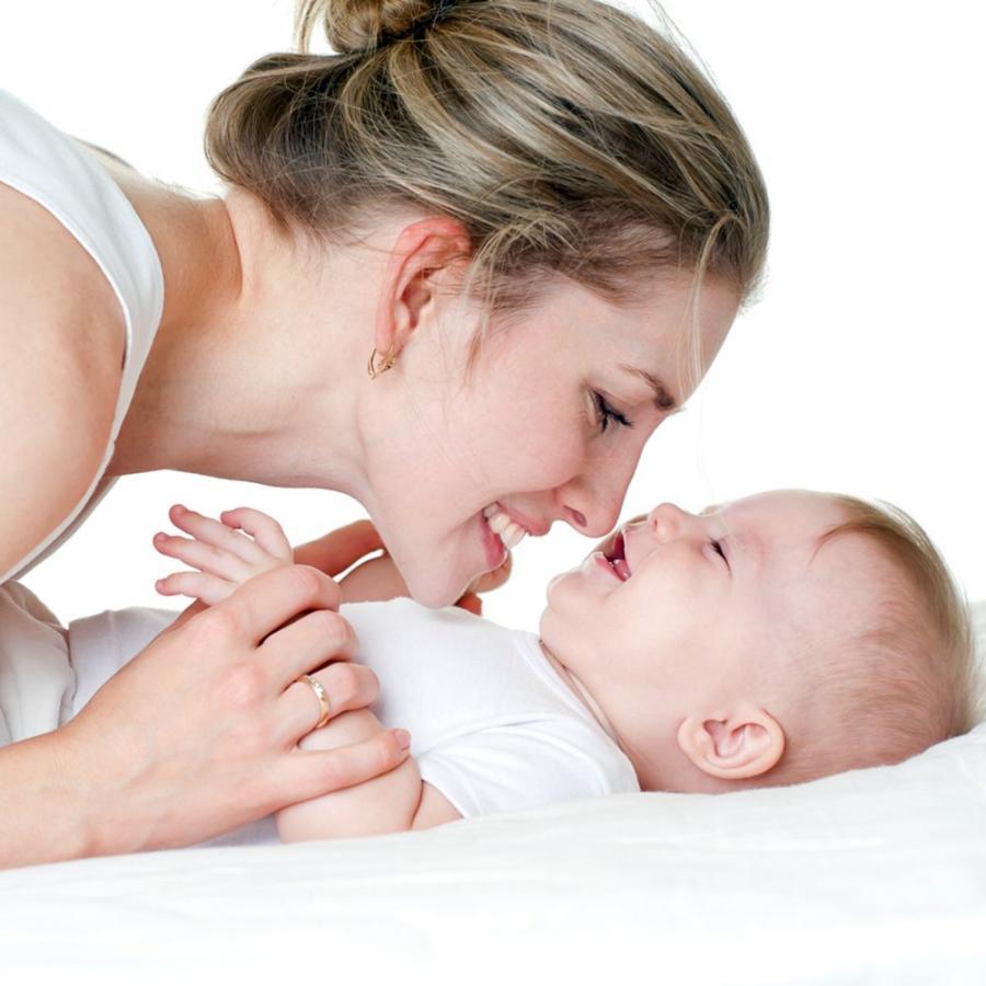 Картинка анонса статьи Как ухаживать за ребенком первого года жизни