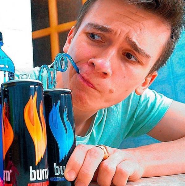 Картинка анонса статьи Газировка сомнительной пользы. Можно ли пить энергетики до 18 лет?