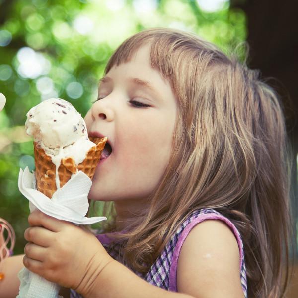 Картинка анонса статьи Чем вредно мороженое и почему его не стоит есть часто