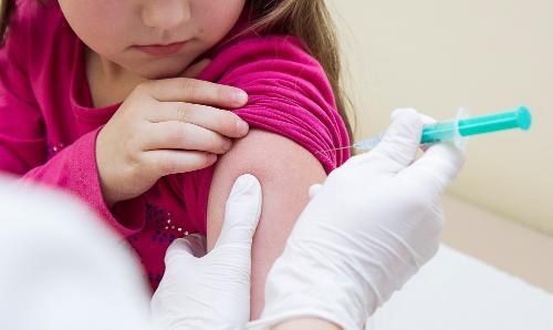 Картинка анонса статьи Корь, свинка и краснуха. Безопасна ли комплексная вакцина MMR?