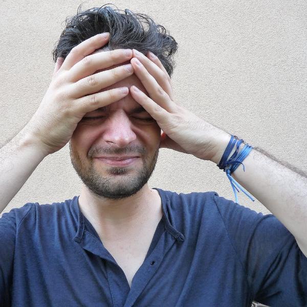 Картинка анонса статьи Прислушайся к своей боли. Мужская мигрень и её риски для здоровья